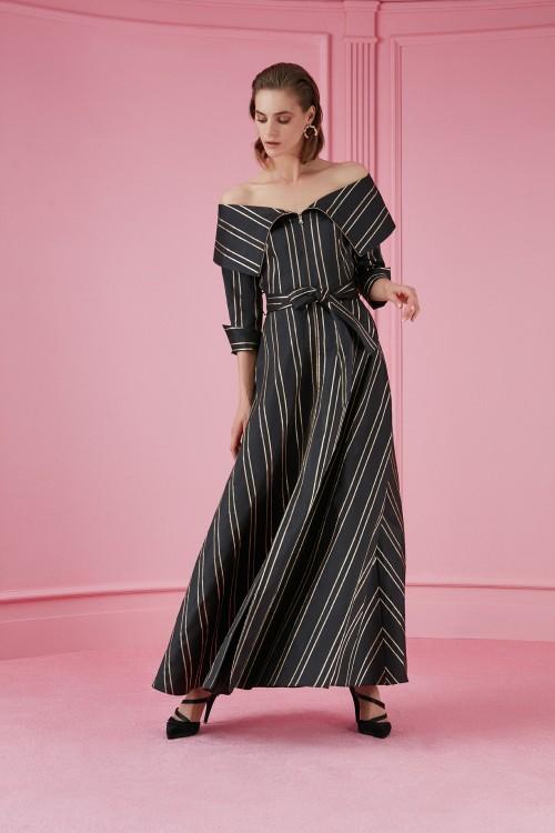 2130 Nocturne Düşük Omuz Yırtmaçlı Elbise Dikey Çizgili Siyah Altın